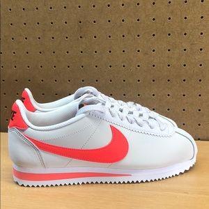 Women's Nike Classic Cortez Leather Sneakers sz 7